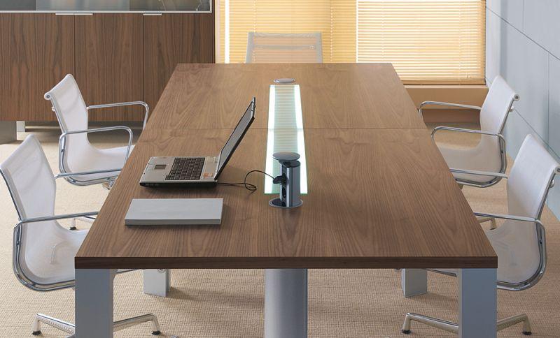 in-stol-konferencyjny-z-opcjonalnym-elementem-uzupelniajacym-kolumna-zasilajaca-i-37-oslona-kolumny-i-36