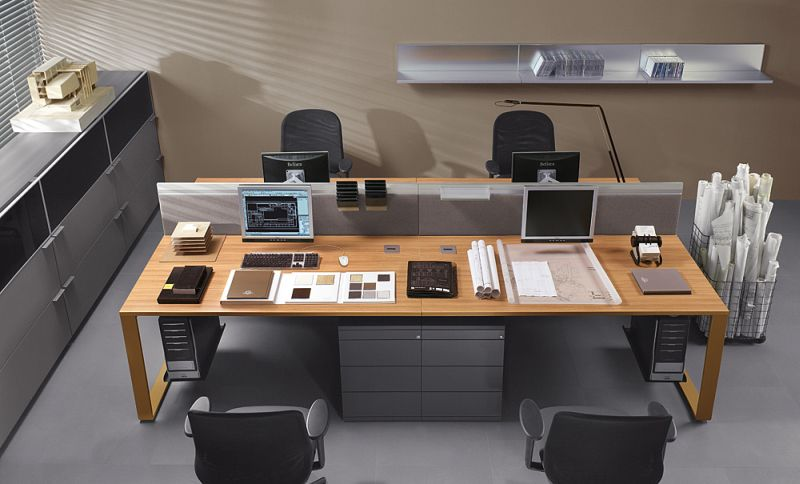 mixt-dwa-2-osobowe-biurka-pracownicze-02k21-1d-wsparte-na-kontenerach-10k06-z-zamontowanymi-sciankami-miedzybiurkowymi-14k18