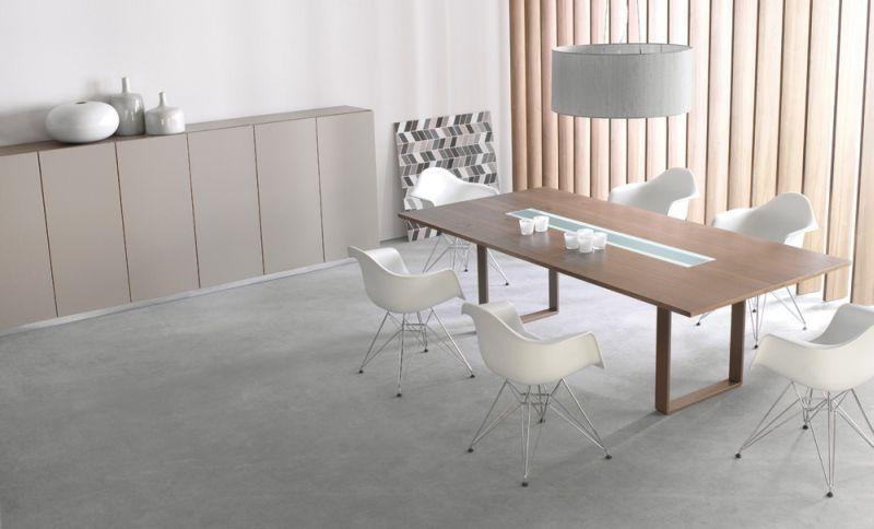 mixt-stol-konferencyjny-03k03-z-modulem-oswietleniowym-14k29-szafki-z-drzwiami-06k09-na-cokole-metalowym-14k01-z-listwa-cokolowa-14k03