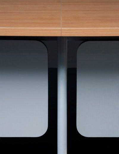 simplic-stol-modulowy-laczenie-blatow-wspolna-noga