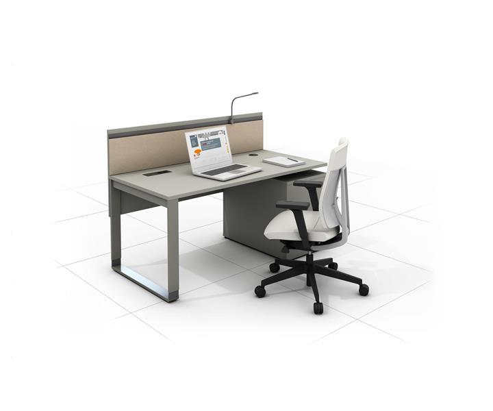 biurko ergonomiczne z fotelem i lampka