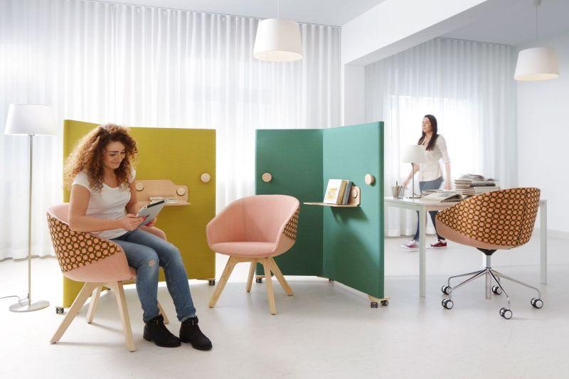 ekrany rollwal aranżacja nowoczesne biuro strefa chillout